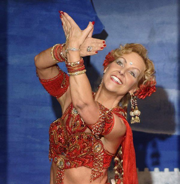 Anjuli, Orientalischer Tanz, Kerpen, Roswitha Sieger, Bauchtanz, professioneller Tanzunterricht, Orientalisches Tanztheater in Kerpen, Orientalischer Tanz Kurse für alle Stufen, Zauber aus 1001 Nacht in Kerpen, Tanzshow aus dem Orient in Kerpen, Märchenhaftes Orientalisches Tanztheater in Kerpen, Tanzunterricht für Neuanfängerinnen Orientalischer Tanz